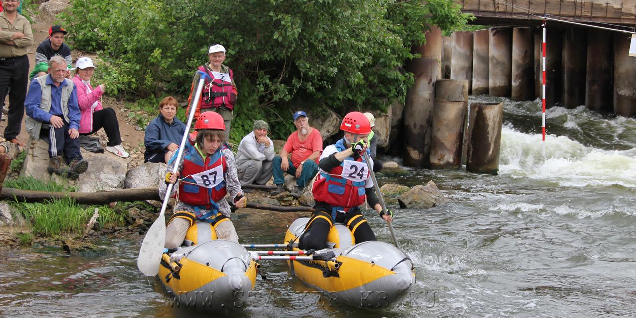 Соревнование по водному туризму на сплавном катамаране